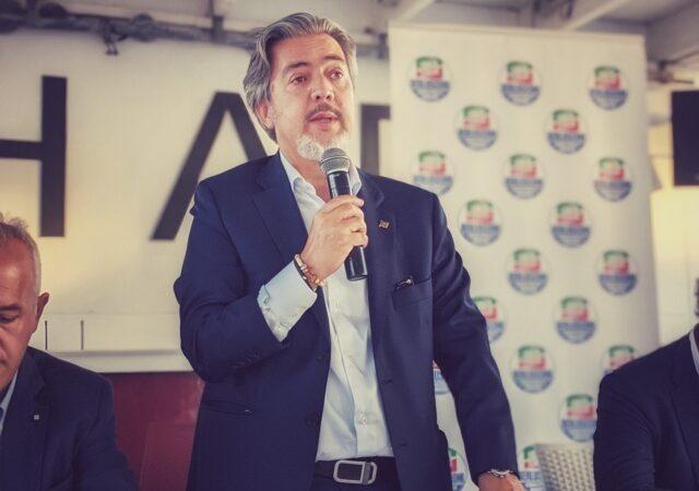 """Battistoni denuncia: """"l'Europa attacca i prodotti italiani, vini etichettati come le sigarette"""""""