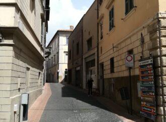 """Continua l'agonia del centro storico, via Giordano Bruno è quasi """"morta"""" commercialmente"""