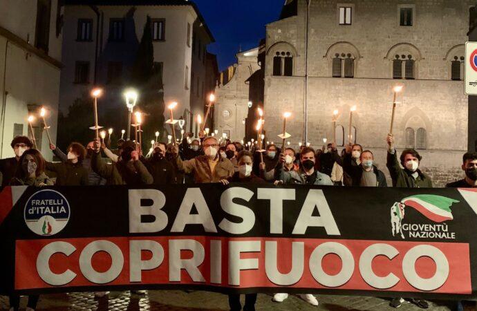 Fratelli d'Italia ha protestato a Viterbo contro il coprifuoco