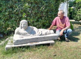 """Giulio Cosimi """"Bagada"""", l'artista – scalpellino che porta il nome di Tarquinia in tutto il mondo"""